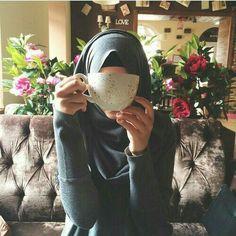 hijab photography 50 cute islamic dps for girls and boys Hijabi Girl, Girl Hijab, Hijab Outfit, Muslim Girls, Muslim Couples, Muslim Women, Muslim Fashion, Hijab Fashion, Women's Fashion
