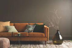 orange sofa and brown details in living room Beautiful Interiors, Colorful Interiors, Oranges Sofa, Autumn Interior, Living Colors, Color Of The Year 2017, Living Room Orange, European Furniture, Modern Furniture