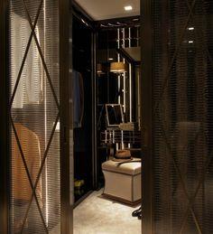 Walk-in wardrobe in Hampstead Heath, London by Oro Bianco