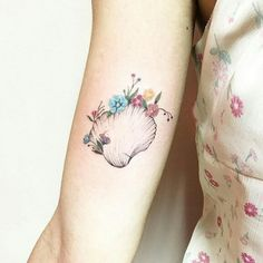 "Gesehen auf Facebook ""Tattoo Lovers"" Tiny Flower Tattoos by Luiza Oliveira"