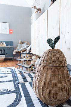 Latest Screen Roomtour: now the baby room is finally a boy& room Tips Got kids ? Then you understand that their stuff winds up virtually all around the home! Diy Tipi, Room Tour, Big Boys, Baby Room, Home Decor, Tips, Pillow Fight, Grey Walls, Baby Changing Tables