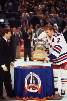Leetchie wins the Conn Smyth Rangers Team, Rangers Hockey, New York Rangers, Brian Leetch, Hockey Rules, 90s Stuff, Stanley Cup Champions, Hockey Players, Photo Library