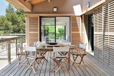 La villa du Niel, est située dans un endroit paradisiaque, sur la pointe de la presqu'Ile de Giens. Elle domine le petit port du Niel, et regarde vers la mer depuis les grandes baies vitrées …