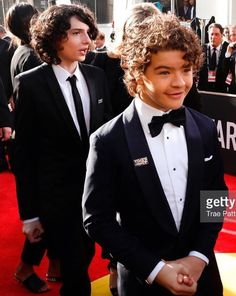 Finn Wolfhard & Gaten Matarazzo at Golden Globes 2018