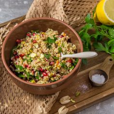 Healthy lunch: barley salad with Gesundes Mittagessen: Graupensalat mit Granatapfel This filling salad is the perfect lunch: pearl barley salad with pomegranate Salad Recipes Healthy Lunch, Salad Recipes For Dinner, Chicken Salad Recipes, Healthy Meal Prep, Easy Healthy Recipes, Lunch Recipes, Healthy Snacks, Salads For A Crowd, Easy Salads