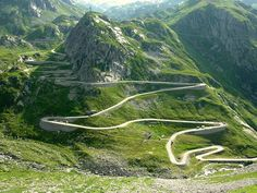 Woow!!! Swiss Alps Mountain Passes Swiss Tour: The mountain passes of the Alps are always a favourite with bikers, as the winding roads offer dramatic climbs and descents coupled with stunning views.