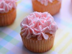 Pink lemonade cupcakes! Adorable for a little girls party or baby girl shower.