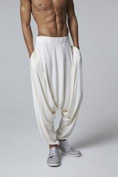 India Fashion Men, Indian Men Fashion, Mens Fashion Wear, Harem Pants Men, Mens Dress Pants, Men Dress, Pantalon Thai, Boys Kurta Design, Dynasty Clothing