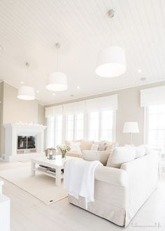 Ugly lamps but nice size of living room All White Room, Living Room White, Paint Colors For Living Room, White Rooms, New Living Room, Home And Living, Living Room Decor, Romantic Living Room, House Inside
