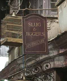 Slug  Jiggers Apothecary - Diagon Alley