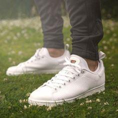 finest selection 30233 de91f 15 Best White Sneakers for Men in 2018