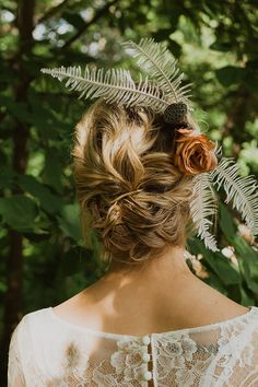 Gorgeous boho bridal hairpiece with dried fern and lotus pods for a relaxed wedding Fern Wedding, Beach Wedding Hair, Relaxed Wedding, Forest Wedding, Boho Wedding, Creative Wedding Inspiration, Wedding Flower Inspiration, Wedding Hair Accessories, Bridal Headpieces