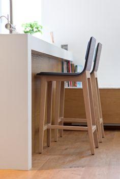 E13 - Bar stools