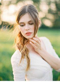 Graceful Bride in a Wheat Field from Melanie Nedelko - Hochzeitsguide