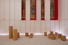KAPEL VAN DE ONTLUIKING  Enkele jaren geleden werd beslist om de kapel van het De La Salle-centrum, die stamt uit 1924, te vernieuwen. Het resultaat is misschien wel de mooiste kapel van Vlaanderen.