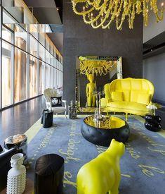 Pete de culoare galbena pentru decorul unei camere de zi. #decorgalben, #amenajariinterioaregalbene