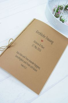 """Das Kirchenblatt """"Herz"""" kann flexibel mit Bild und Text bestückt werden kann. Die Aussen- sowie die Innenseite werden auf hochwertigen 110g Papier (Kraftpapierfarbend Einband) und cremefarbenden..."""