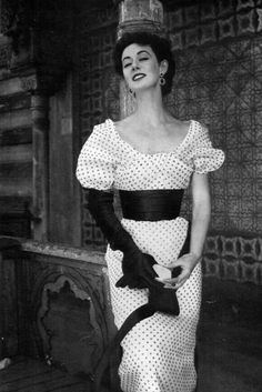 Elinor in organza polka-dotted dress with wide satin sash by Jacques Fath, Paris Vogue, July/August 1953 Jacques Fath, Fifties Fashion, Retro Fashion, Classic Fashion, Vintage Dresses, Vintage Outfits, Rockabilly Outfits, Evolution Of Fashion, Vintage Fashion Photography