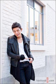 image Korean Actresses, Korean Actors, Korean Idols, Asian Boys, Asian Men, Yoo Ah In, Piano Man, Talent Agency, Older Men