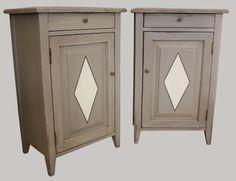 Pieni komuutti vaikka yöpöydäksi. #sisustus #makuuhuone #gustavian #gustaviansk #komuutti #kustavilainen #varillaonvalia