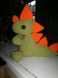 Dragon made from a pattern by Lanas y ovillos Dinosaur Stuffed Animal, Dragons, Amigurumi, Animales, Hipster Stuff