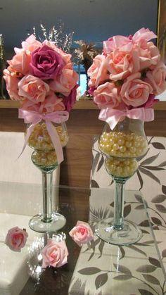 Valor unitário de cada mini-taça e bola de rosas R$ 89,90    Bola de flores cor rosa e pink tam. P bola com aprox.20 rosas, medida total deste arranjo 37 cm.alt.  _____________________________________________    Taça ideal para várias decorações veja:  quarto bebê, mesa festa provençal, mesa bolo...