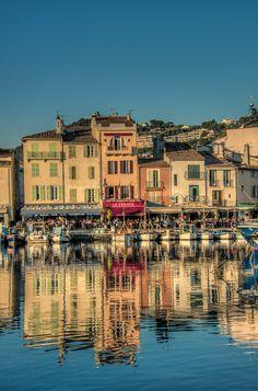 Cassis et son port coloré et vivant ! #BouchesduRhône #Sud #été