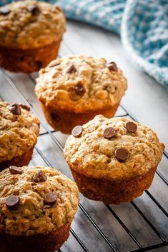 These chocolate chip banana oatmeal muffins are super easy to make. Filled with . These chocolate chip banana oatmeal muffins are super easy to make. Filled with oats, whole wheat f Banana Bread Muffins, Banana Chocolate Chip Muffins, Oatmeal Breakfast Muffins, Banana Bread With Oats, Baking With Bananas, Best Banana Muffins Ever, Oatmeal Cake, Chocolate Oatmeal, Healthy Muffins