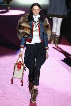 Milano Moda Donna AI 2015/2016: la sfilata di Dsquared2 | Bolerino in jeans e pelliccia | Foto