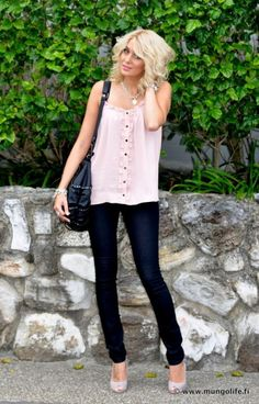 Love her style so simple and basic yet pretty and sophisticated