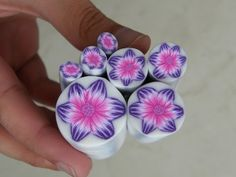 Murrina flor fucsia y violeta en arcilla polimérica