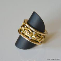 """Bague """"Tournante"""" #bespoke #surmesure #Tournante #precious #diamonds #Designer #Créatrice #Gold"""
