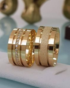 Have you been searching for cheap wedding bands? At EFES you can find wedding rings from Nuremberg. All wedding bands can be found online. Gold Ring Designs, Gold Bangles Design, Wedding Ring Designs, Gold Jewellery Design, Stacked Wedding Rings, Gold Wedding Rings, Wedding Rings For Women, Brautring Sets, Engagement Rings Couple