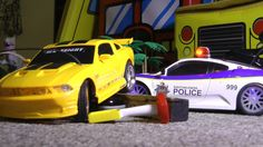 RC Police Chase VS FORD MUSTANG Toy Cars CRASH ACTION!!!