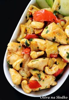 Thai chicken with cashew nuts (Thai chicken cashew), Indian Food Recipes, Asian Recipes, Healthy Recipes, Kitchen Recipes, Cooking Recipes, Fast Easy Meals, Summer Recipes, Food Design, Food Hacks