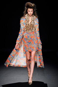 Pattern blockage. Loveee it. Junko Shimada. Paris. Fall 2012 RTW. Follow pins and tweets @Giselle Ugarte