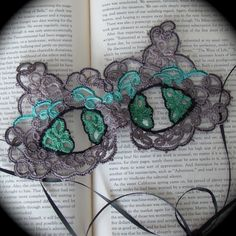 So want this for my halloween costume. The Cheshire Cat Tatted Mask by TotusMel on Etsy
