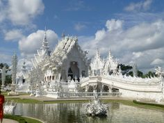 Thailand - The White Temple Wat Rong Khun. Wat Rong Khun is a place of worship entirely white south of Chiang Rai in Thailand. Places Around The World, The Places Youll Go, Places To See, White Temple Thailand, Chiang Rai Thailand, Chiang Mai, Samui Thailand, Koh Samui, Bosnia Y Herzegovina