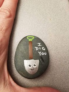 New ideas funny art painting inspiration Pebble Painting, Pebble Art, Stone Painting, Diy Painting, Rock Painting Patterns, Rock Painting Ideas Easy, Rock Painting Designs, Painted Rocks Craft, Hand Painted Rocks