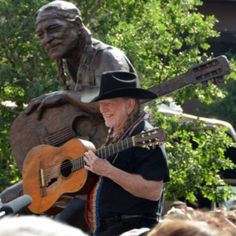 Willie Nelson Statue Unveiled In Austin, Texas. His place, not in Austin, is just up the road and around the corner in Texas terms of the phrase. Willie Nelson, Country Singers, Country Music, Outlaw Country, American Country, Austin Texas, Ranger, Only In Texas, Texas Music