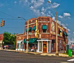 Memphis, Tennessee, The famous Sun Studio. I love Elvis:)