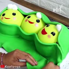 The cutest peas in a pod cake!  Credit: @koalipops