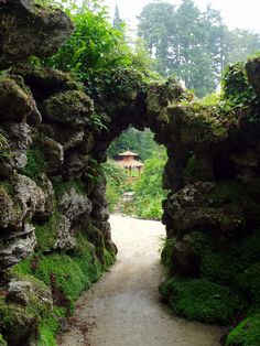 I wanna be kissed under that arch; my back against the moss covered rocks w/ my love before me, cupping my face and gently kissing me. (((big sigh)))