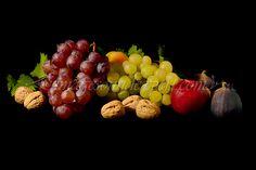 Fotografie produs - fructe de toamna / Product Photo - fruit of autumn / Product Photo - Obst im Herbst / Photo du produit - fruit de l'automne  (struguri, smochine, nuci, mere, grapes, figs, nuts, apples, trauben, feigen, nusse, apfel, raisin, figues, noix, pommes) Work Meals, Blue Cheese, Raisin, Apples, Food Photography, Fruit, Autumn, Figs, Apple