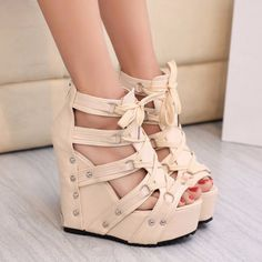 - Stylish lace hot fashionable platform wedges for the modern fashionista - Trendy design offers a unique stylish look - Great for a casual day out or special occasion - Made from PU - 9 cm heel height