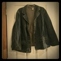 Liz Claiborne Jean Jacket! Dark wash Jean Jacket with 6 buttons and two pockets. Heavier denim jacket for brisk weather. Good condition. Let's bundle and save today! Liz Claiborne Jackets & Coats Jean Jackets