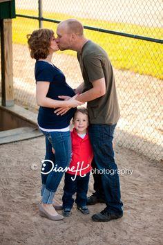 baseball family maternity ©DianeH Photography
