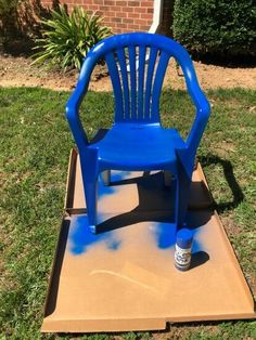 Has your outdoor furniture seen better days? Check out this easy DIY face lift idea and learn how to paint your old dirty plastic chairs to give them new life. Patio Furniture Makeover, Chair Makeover, Upcycled Furniture, Outdoor Furniture, Painted Furniture, Industrial Bookshelf, Old Shutters, Lawn Chairs, Diy Planters