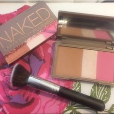 Urban Decay Pamette New in box. Never tested. Urban decay naked flushed native palette. Great for travel with bronzer, blush, highlighting in 1! Comes with new kabuki makeup brush. No trades. Urban Decay Makeup Bronzer
