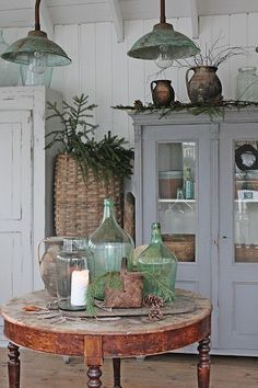 I love Vibeke Design no matter what season she displays in her pictures. Shabby Chic Kitchen, Shabby Chic Homes, Farmhouse Style Decorating, Farmhouse Chic, Country Cottage Decorating, French Cottage Decor, French Country Dining, Country Houses, Shabby Cottage
